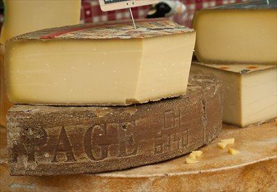 牛乳の栄養を凝縮したチーズ