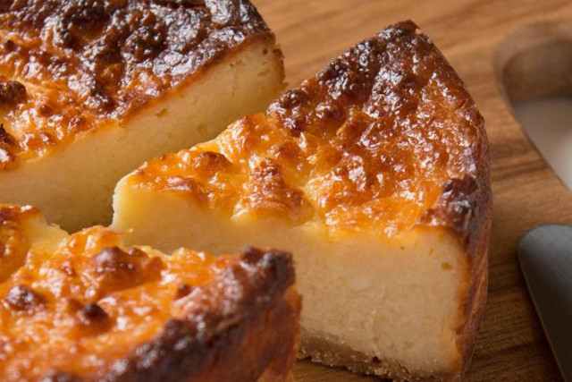 チーズケーキのお取り寄せが可能な【香のか】のおすすめ「酒粕チーズケーキ」